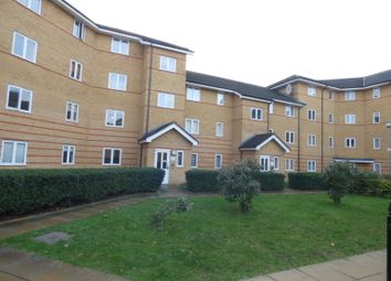2 bed flat to rent in Stanley Close, London SE9