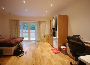 Thumbnail 4 bed flat to rent in York Way, London