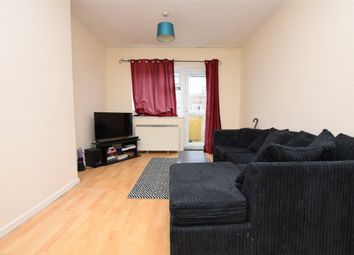 2 bed flat to rent in Angel Way, Romford, Essex RM1