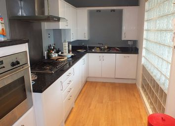 Thumbnail 2 bed flat to rent in Carisbrooke Road, Leeds