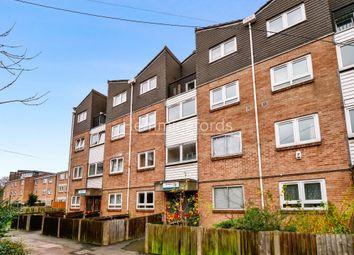 2 bed maisonette to rent in Salisbury Close, Elephant & Castle, London SE17