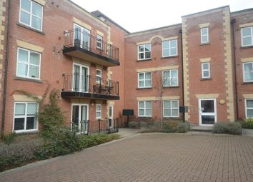Thumbnail 2 bed flat to rent in South Street, Reading