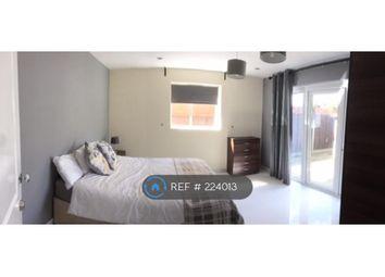 Thumbnail Room to rent in Petersham Avenue, Byfleet