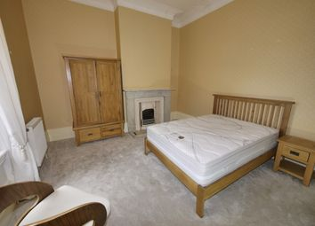 2 bed flat to rent in North Hill Road, Leeds LS6