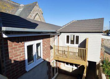 Thumbnail 1 bed flat to rent in High Street, Littlehampton