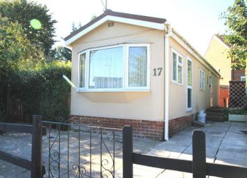 Thumbnail 2 bedroom mobile/park home for sale in Heywood Gardens, Maidenhead