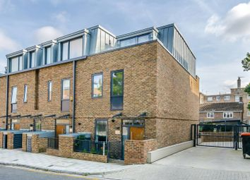Thumbnail 3 bed flat to rent in Gideon Road, Shaftesbury Estate