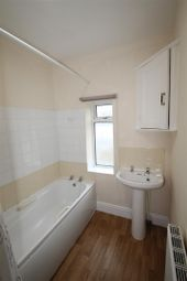 2 bed flat to rent in Avondale Road, Waterlooville PO7