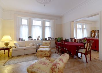 Thumbnail 3 bed flat to rent in Carlisle Place, London