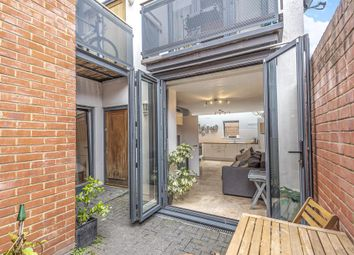 2 bed flat for sale in Reading Road, Henley-On-Thames RG9