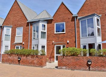 Ainslie Place, Lymington SO41. 2 bed mews house for sale