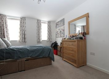 Thumbnail 2 bedroom flat to rent in Lankaster Gardens, East Finchley, London