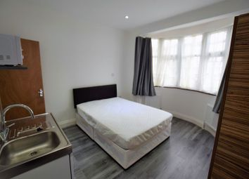 Thumbnail Room to rent in Aintree Crescent, Ilford