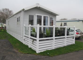 Thumbnail 2 bed mobile/park home for sale in Lakeside Leisure Park (Ref 5518), Chichester, West Sussex