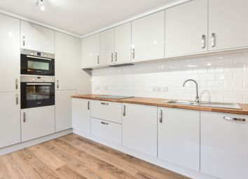 2 bed flat to rent in The Chestnuts, Southgate Street, Gloucester GL1