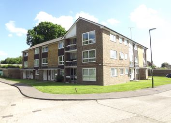 Thumbnail 2 bed flat for sale in Cotswold Court, Horsham