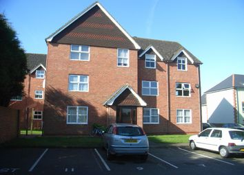 Thumbnail 2 bed flat to rent in Daval House, Newbury