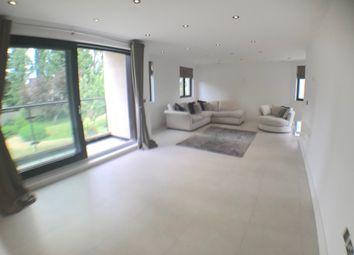 Thumbnail 2 bed flat to rent in Aylmer Road, Hampstead Garden Suburb