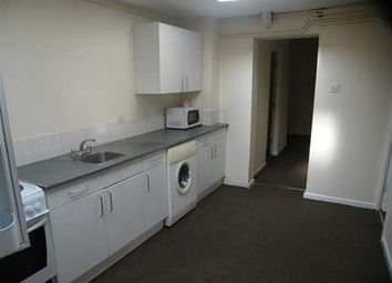 Thumbnail 3 bed flat to rent in Oakfield Street, Lincoln