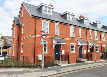 Thumbnail 3 bed town house for sale in Caversham, Reading