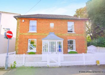 Thumbnail 4 bed detached house to rent in Highfield Road, Chertsey