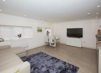 Thumbnail 1 bed flat to rent in Park Mount, Harpenden, Hertfordshire