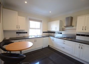 2 bed flat to rent in Gosbrook Road, Caversham, Reading RG4