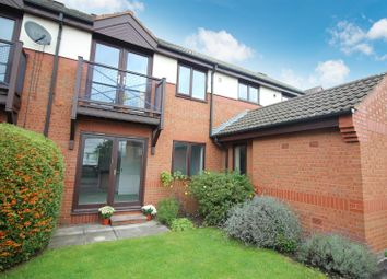 2 bed flat to rent in Cricketers Close, Garforth, Leeds LS25