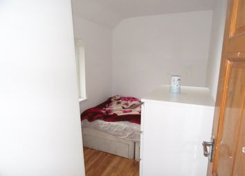Thumbnail 1 bed flat to rent in Oakmead Road, Croydon