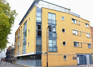 Thumbnail 1 bed flat to rent in Fanshaw Street, London