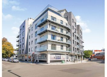 1 Royal Crescent Road, Southampton SO14. 2 bed flat
