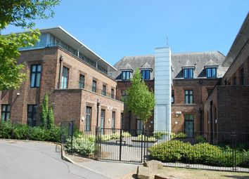 2 bed flat to rent in Park Parade, Ashton-Under-Lyne OL6