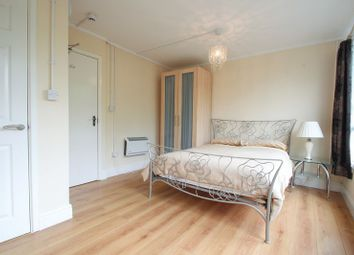 Room to rent in Portmeadow Walk, London SE2