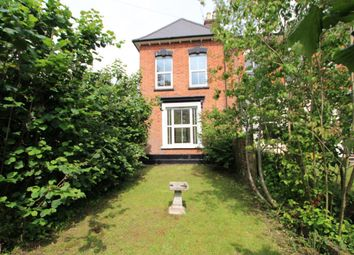 3 bed end terrace house for sale in Milton Road, Wokingham RG40