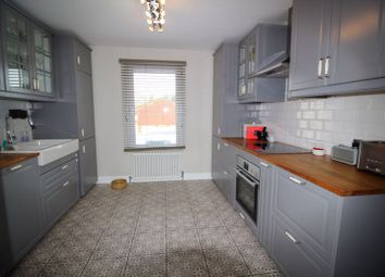2 bed flat for sale in Chaldon Road, Caterham CR3