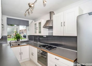 Thumbnail 2 bed flat to rent in Broadway Close, Woodford Green