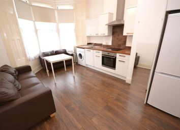 Thumbnail 1 bed flat to rent in Ossian Road, Stroud Green