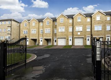 3 bed town house for sale in Oakwood Mews, Soothill, Batley, West Yorkshire WF17