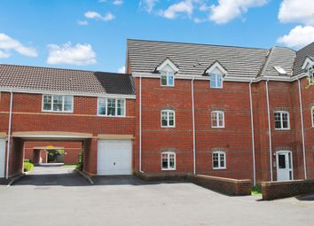 Thumbnail 2 bed flat to rent in Windsor Court, Newbury, Berkshire