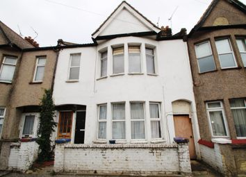 Thumbnail 3 bed flat for sale in Chase Road, Southend-On-Sea