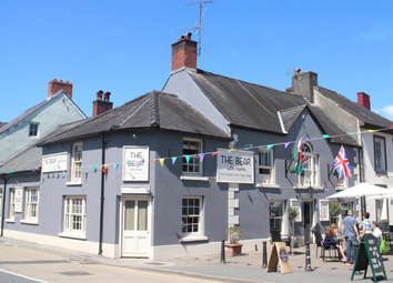 Thumbnail Pub/bar for sale in Market Square, Llandovery