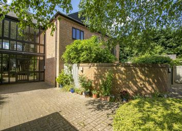 Thumbnail 2 bed flat for sale in Queens Court, Goring On Thames