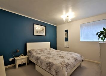 Thumbnail 1 bed flat to rent in 98 Brighton Road, Sutton