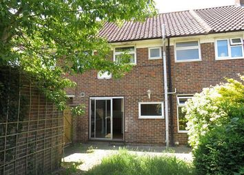 3 bed property to rent in Shaws Road, Crawley RH10