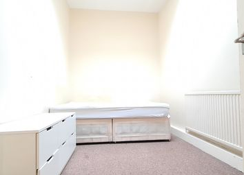 Thumbnail 2 bed flat to rent in Old Nichol Street, London