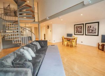 Penthouse, City Centre, Open For Viewings B16