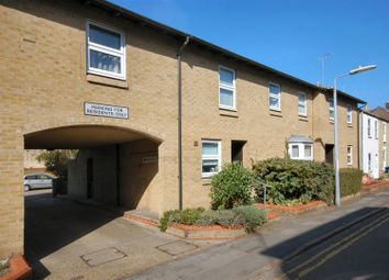 Thumbnail 1 bed flat to rent in James Street, Cambridge