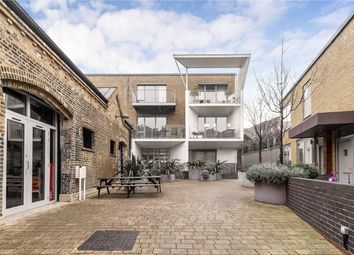Caledonian Road, Islington, London N1. 2 bed flat for sale
