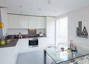 Thumbnail 1 bedroom flat for sale in Drake Way, Reading