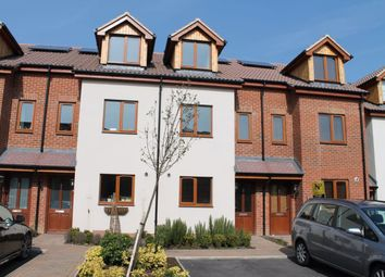4 bed property to rent in John North Close, High Wycombe, Bucks. HP11